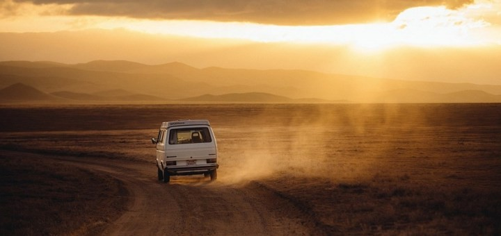 media/image/Campervan031-dirt-road.jpg